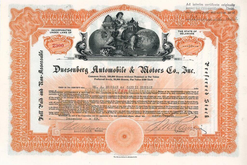 Duesenberg Automobile & Motors Company, Aktie über 10 shares von 1923. Seit 1913 bauten die Brüder Fred und August Duesenberg Rennwagen und Motoren unter dem eigenen Markenzeichen. Ende 1916 brachten sie das Modell A auf den Markt, das erste amerikanische Serienauto mit 8-Zylinder-Reihenmotor.