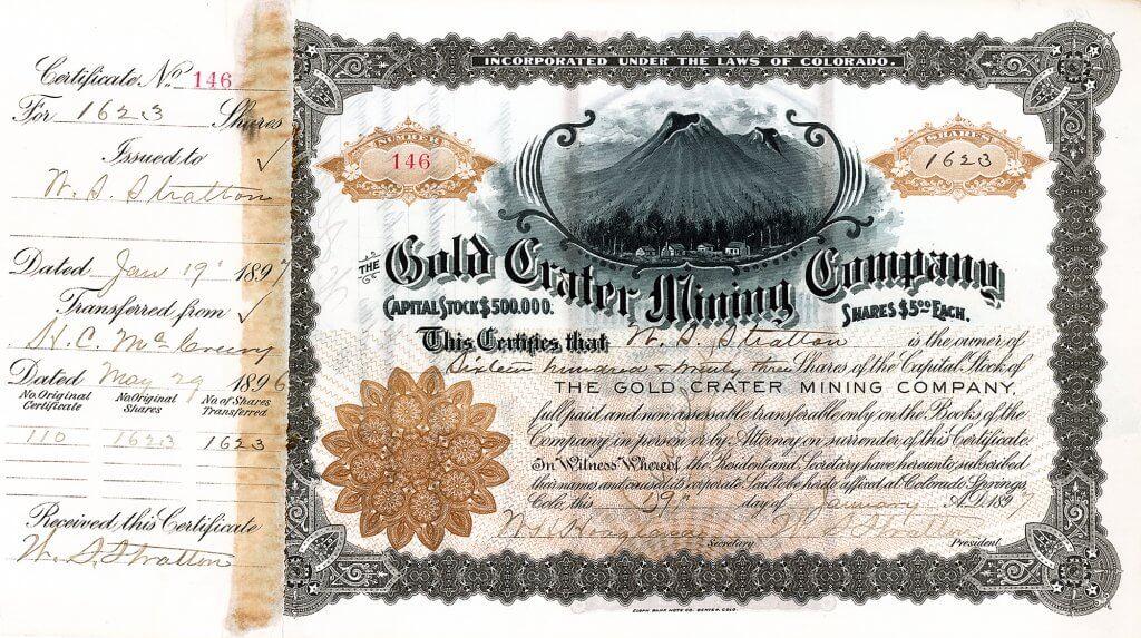 """Gold Crater Mining Company, Colorado Springs - Aktie von 1897. Bereits als Jugendlicher träumte Stratton davon, eine reichhaltige Goldader zu finden. Dieser Traum trieb ihn über 20 Jahre in den verschiedenen Regionen Colorados an, ehe er 1891 nach Cripple Creek kam. Bereits zwei Monate später war er Besitzer der reichhaltigen Goldmine """"Independence"""", die ihn innerhalb weniger Jahren zum mehrfachen Millionär machte."""